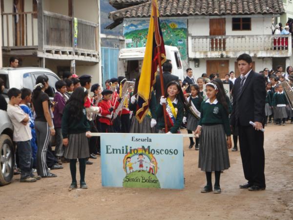 Desfile_fiestas_de_parroquialisacion_600x450